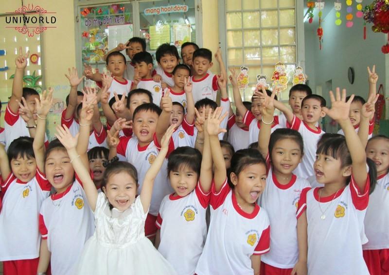 Mẫu đồng phục trường mầm non Hoa Sen
